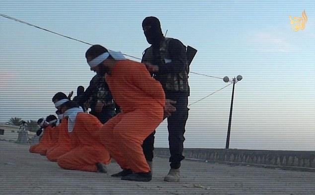 داعش 9 تن را به اتهام خیانت به دین خدا اعدام کرد/ عکس