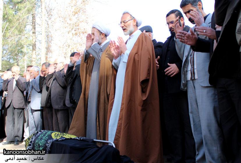 تصاویر مراسم تشییع و تدفین مادر شهید شهرام عباسی در کوهدشت (12)