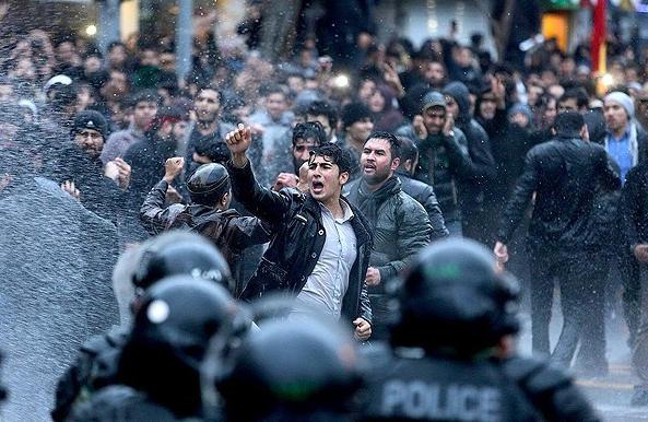 تصاویر اجتماع معترضین مشهد در پی شهادت شیخ نمر