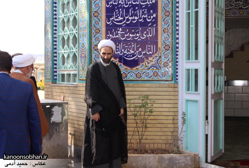 تصاویر حضور آیت الله احمد مبلغی در مرقد شریف پدر و قبور شهدا (1)