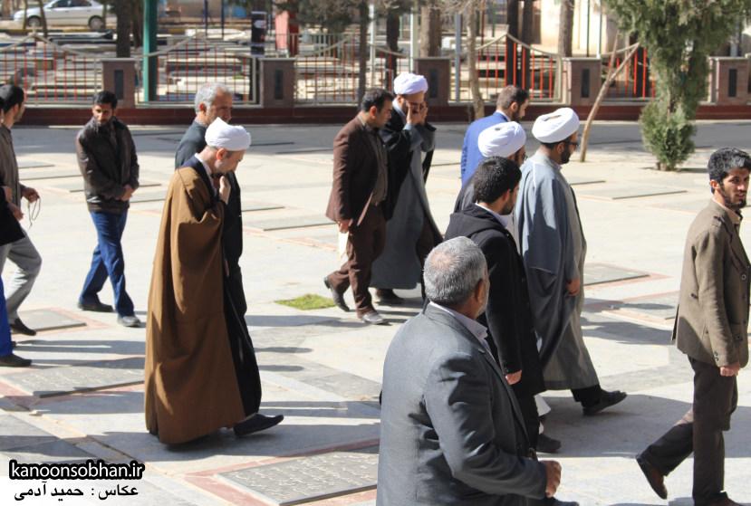 تصاویر حضور آیت الله احمد مبلغی در مرقد شریف پدر و قبور شهدا (10)