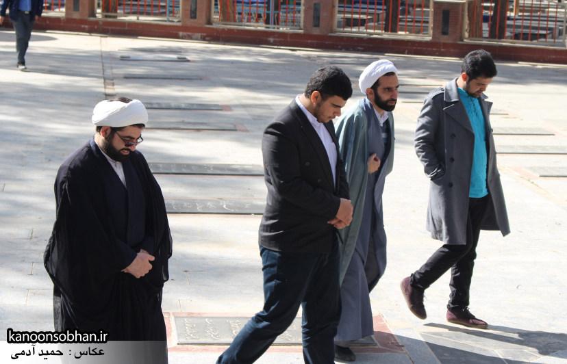 تصاویر حضور آیت الله احمد مبلغی در مرقد شریف پدر و قبور شهدا (11)
