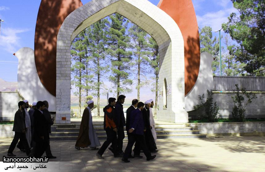 تصاویر حضور آیت الله احمد مبلغی در مرقد شریف پدر و قبور شهدا (12)