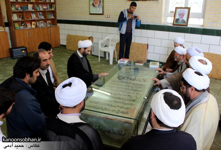 تصاویر حضور آیت الله احمد مبلغی در مرقد شریف پدر و قبور شهدا (2)