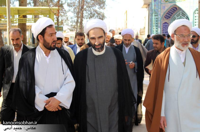 تصاویر حضور آیت الله احمد مبلغی در مرقد شریف پدر و قبور شهدا (6)