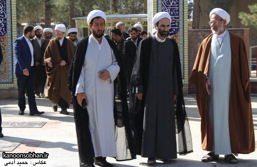 تصاویر حضور آیت الله احمد مبلغی در مرقد شریف پدر و قبور شهدا (8)
