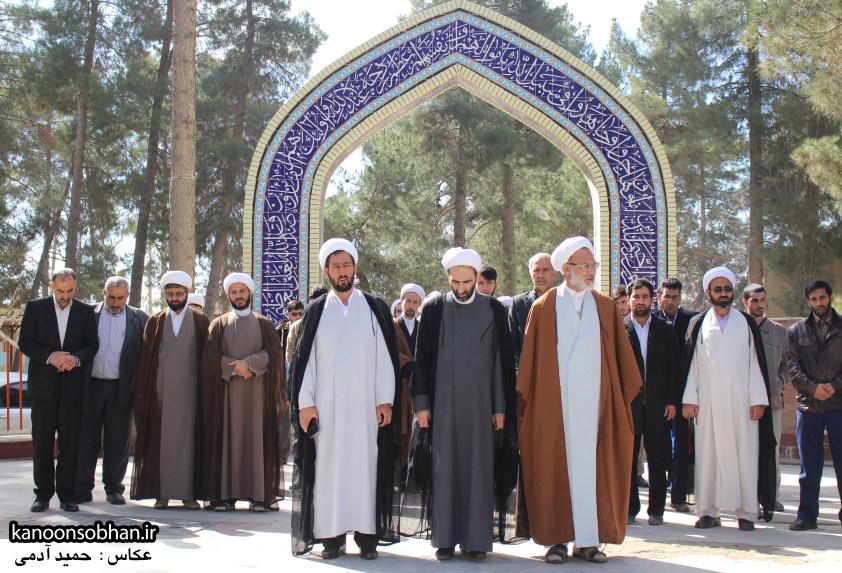 تصاویر حضور آیت الله احمد مبلغی در مرقد شریف پدر و قبور شهدا (9)