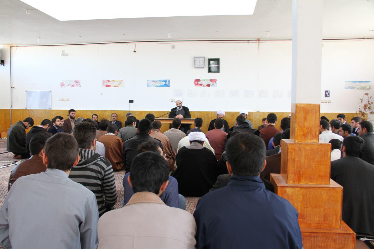 تصاویر دیدار آیت الله احمد مبلغی با طلاب شهرستان درود (2)