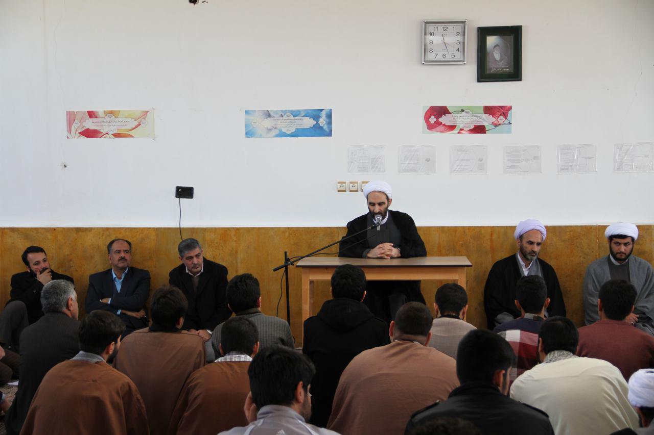 تصاویر دیدار آیت الله احمد مبلغی با طلاب شهرستان درود (3)