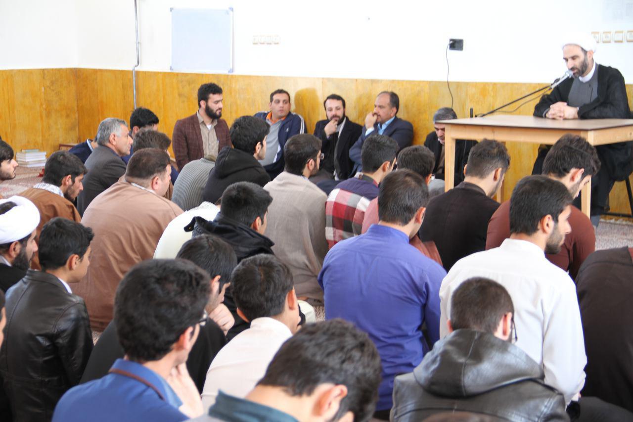 تصاویر دیدار آیت الله احمد مبلغی با طلاب شهرستان درود (4)