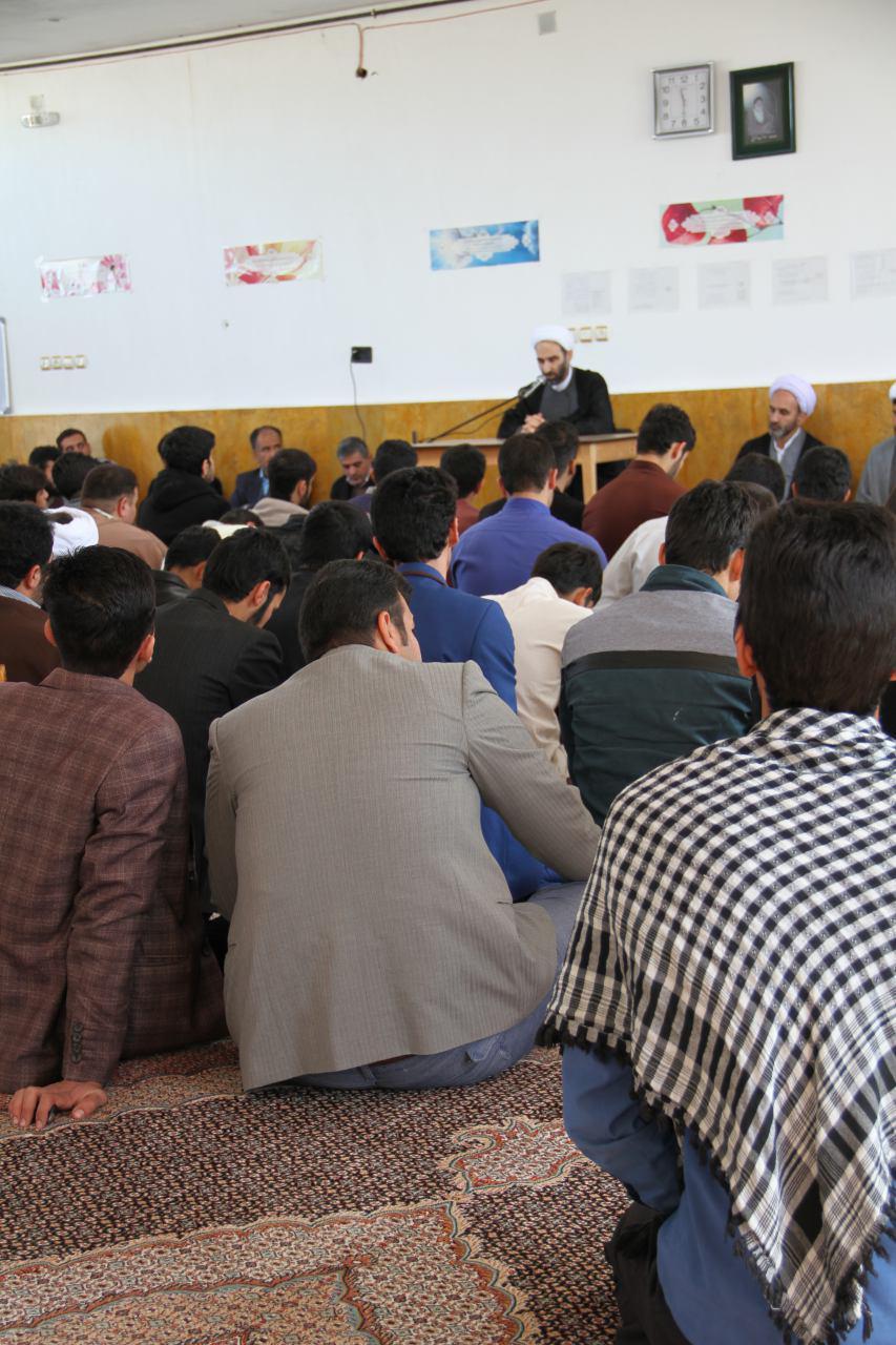 تصاویر دیدار آیت الله احمد مبلغی با طلاب شهرستان درود (6)