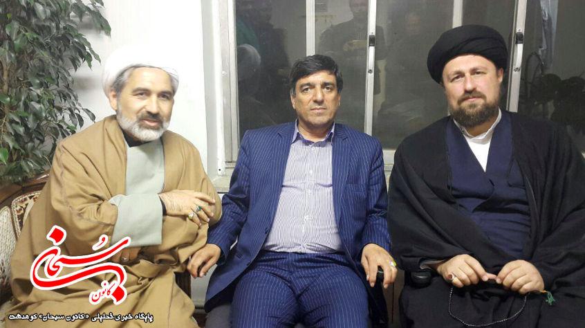 محمد آزادبخت و هادی قبادی در کنار سید حسن خمینی (1)