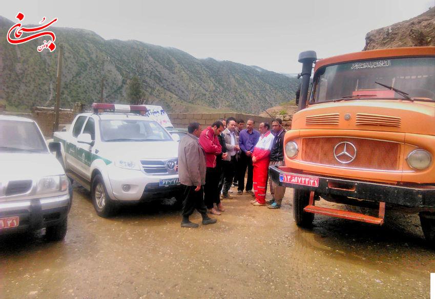 تصاویر حضورفرماندار کوهدشت و مسئولین در مناطق سیل زده ی بخش کوهنانی (3)