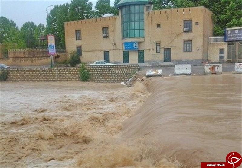 آخرین جزئیات از وضعیت سیلاب در استان لرستان/ قطع راه ارتباطی روستاها و آبگرفتگی منازل+ تصاویر