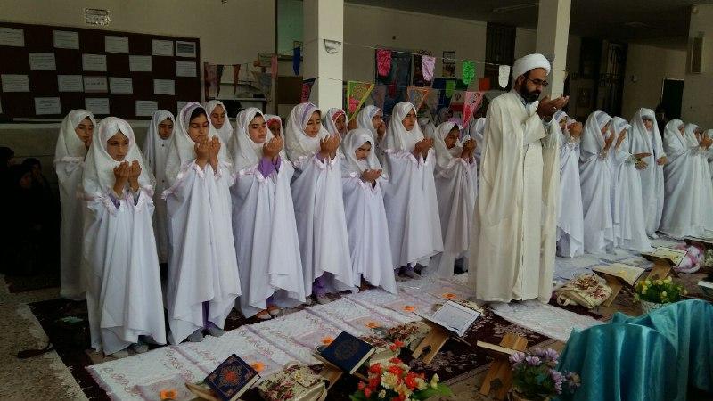 تصاویرجشن تکلیف و الفبا در مدرسه باغ مینو کوهدشت (3)