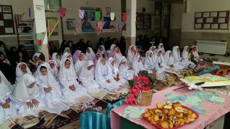 تصاویرجشن تکلیف و الفبا در مدرسه باغ مینو کوهدشت (4)