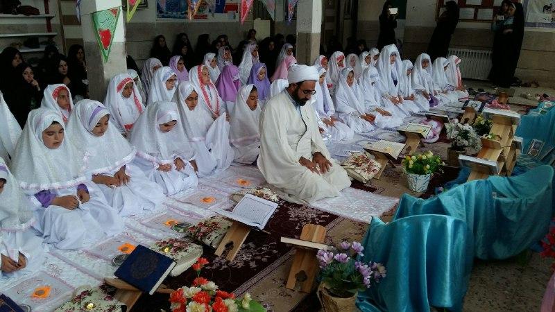 تصاویرجشن تکلیف و الفبا در مدرسه باغ مینو کوهدشت (7)