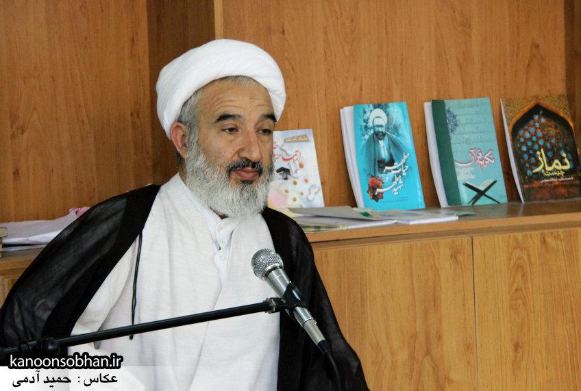 تصاویر بزرگداشت روز معلم حوزه علمیه کوهدشت در مرقد آیت الله مروجی(ره) (7)