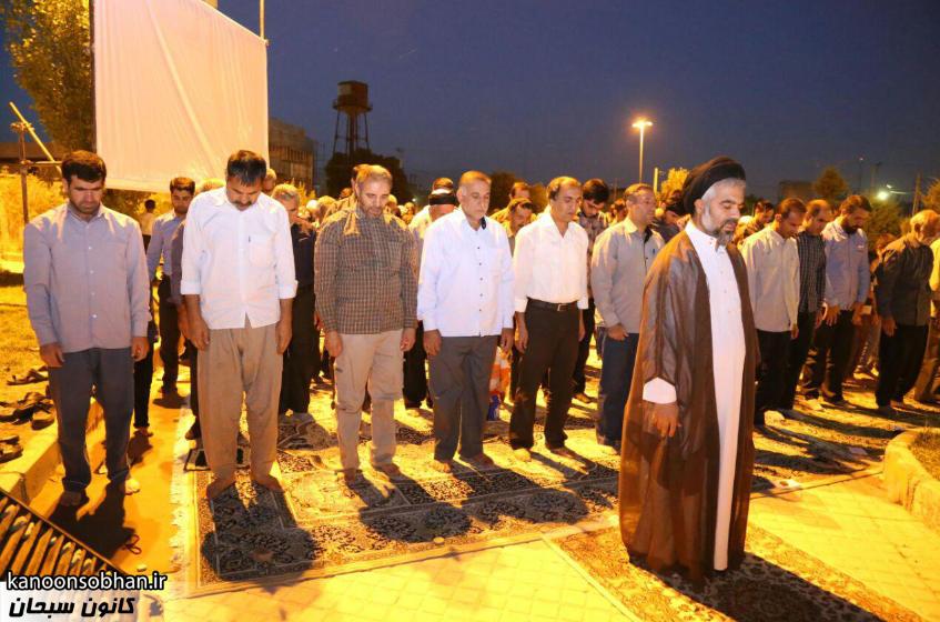 تصاویر اقامه نماز جماعت در پارک مهرگان کوهدشت (16)