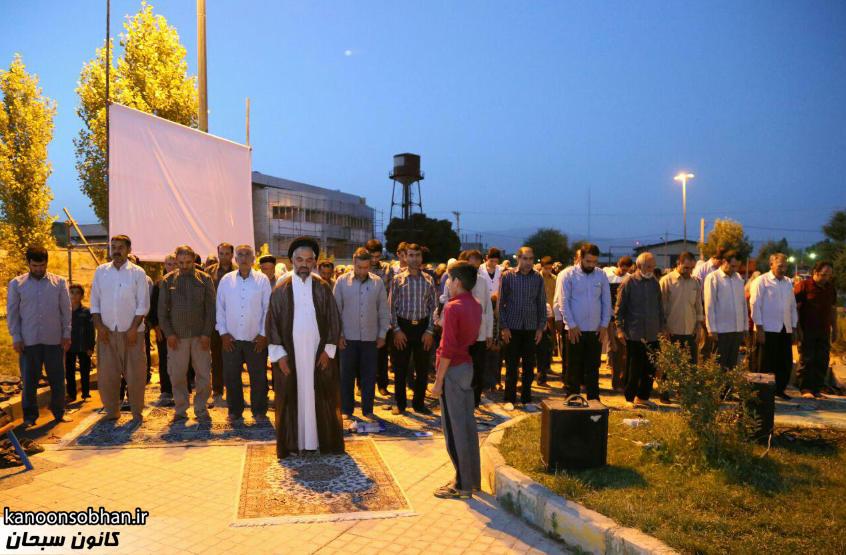 تصاویر اقامه نماز جماعت در پارک مهرگان کوهدشت (8)