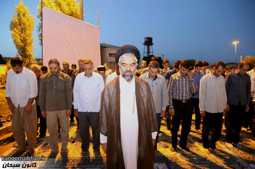 تصاویر اقامه نماز جماعت در پارک مهرگان کوهدشت (9)