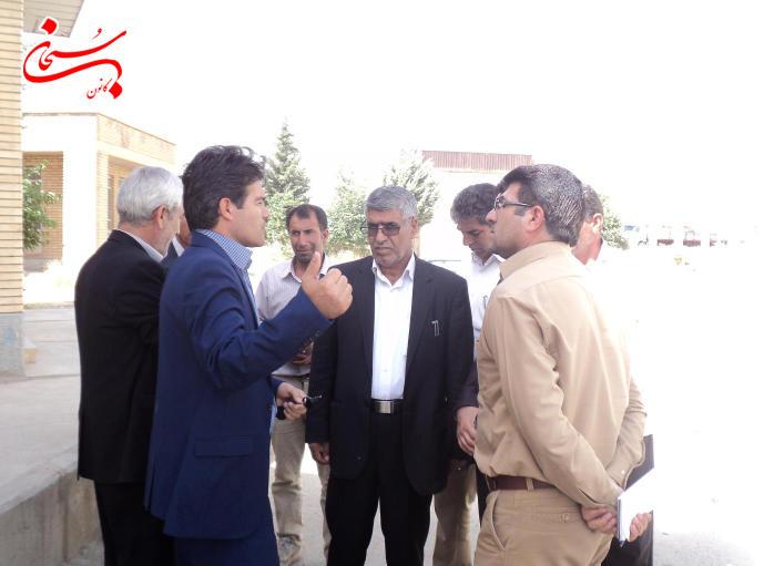 تصاویر بازدید فرماندار کوهدشت از مراکز خرید گندم و جو (3)