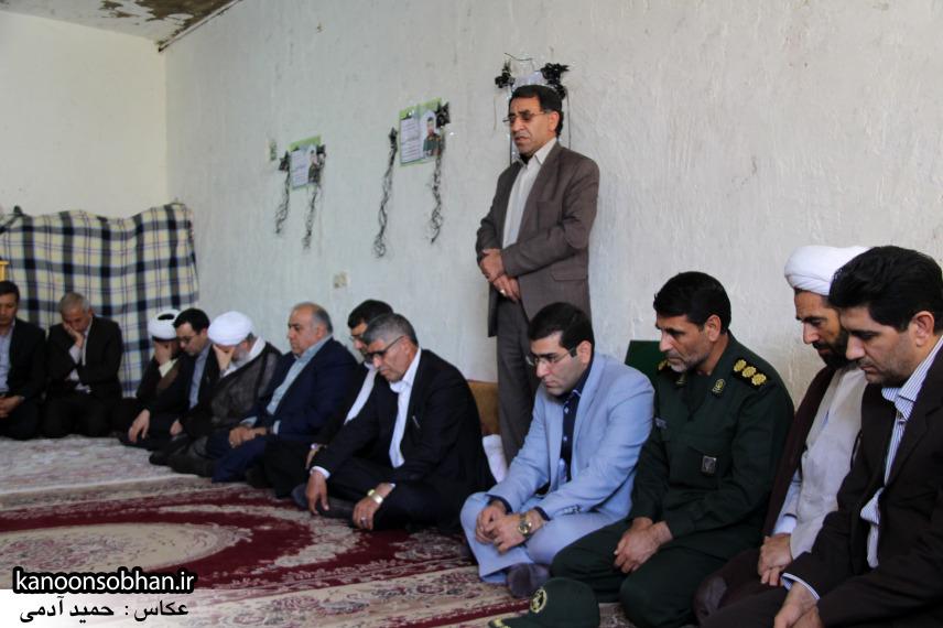 تصاویر دیدار استاندار لرستان و دیگر مسئولین با خانواده شهید مدافع حرم در کوهدشت (1)