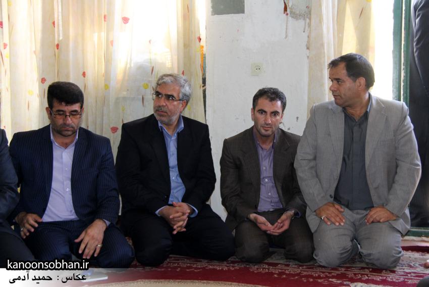 تصاویر دیدار استاندار لرستان و دیگر مسئولین با خانواده شهید مدافع حرم در کوهدشت (10)