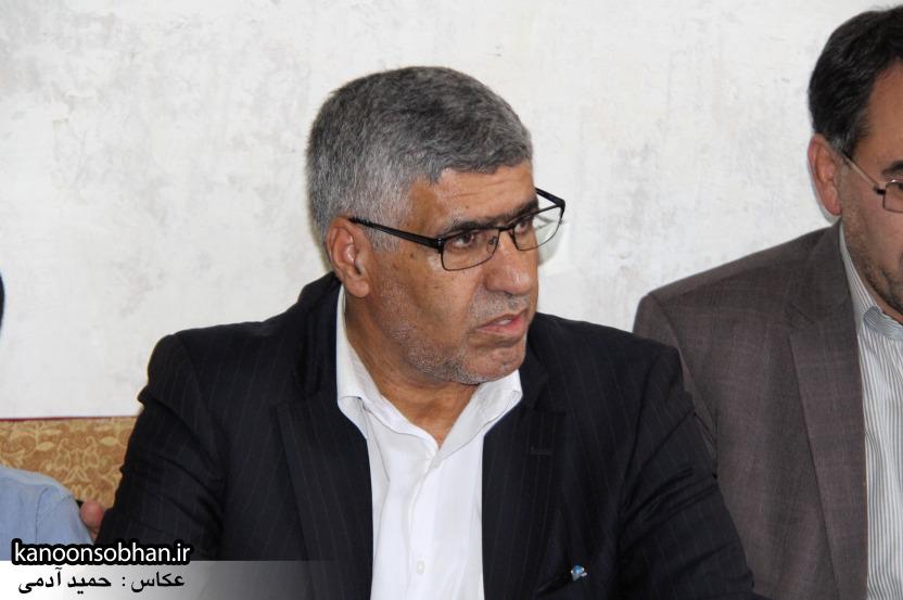 تصاویر دیدار استاندار لرستان و دیگر مسئولین با خانواده شهید مدافع حرم در کوهدشت (12)