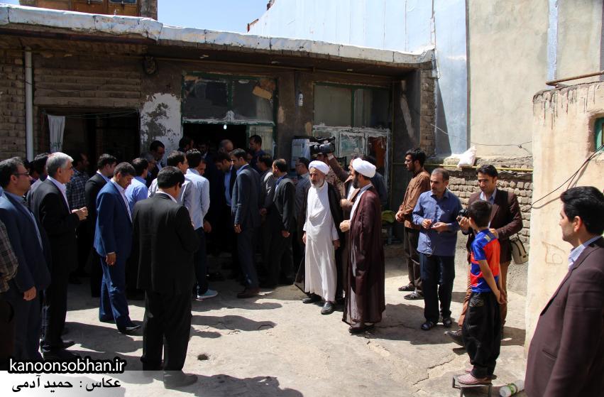 تصاویر دیدار استاندار لرستان و دیگر مسئولین با خانواده شهید مدافع حرم در کوهدشت (14)