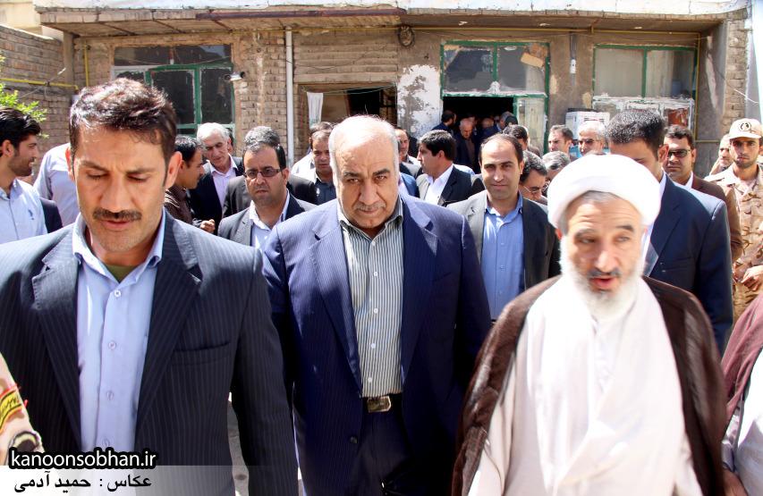 تصاویر دیدار استاندار لرستان و دیگر مسئولین با خانواده شهید مدافع حرم در کوهدشت (15)
