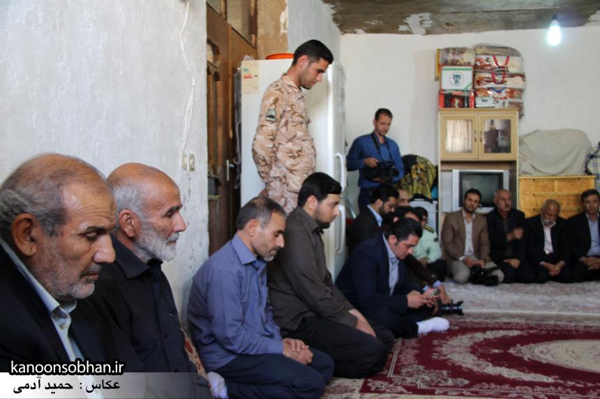 تصاویر دیدار استاندار لرستان و دیگر مسئولین با خانواده شهید مدافع حرم در کوهدشت (3)