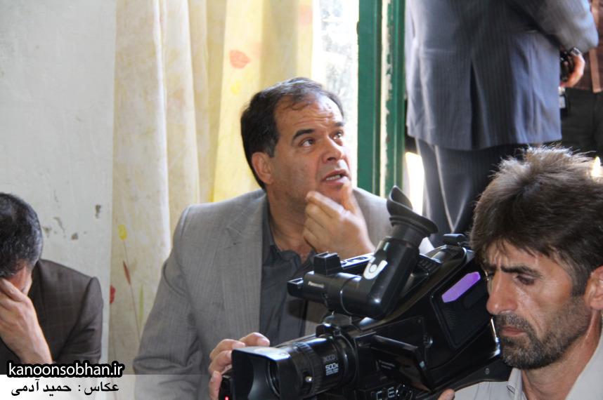 تصاویر دیدار استاندار لرستان و دیگر مسئولین با خانواده شهید مدافع حرم در کوهدشت (4)