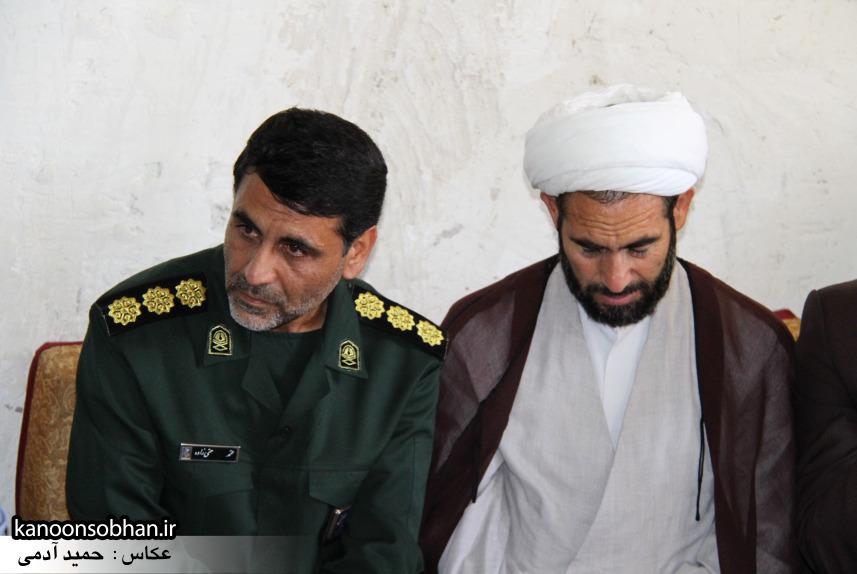 تصاویر دیدار استاندار لرستان و دیگر مسئولین با خانواده شهید مدافع حرم در کوهدشت (6)