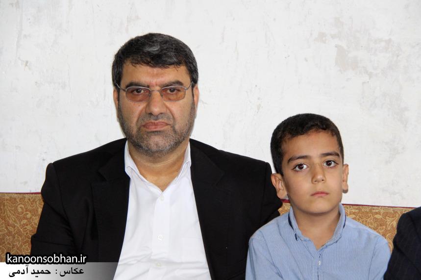 تصاویر دیدار استاندار لرستان و دیگر مسئولین با خانواده شهید مدافع حرم در کوهدشت (7)