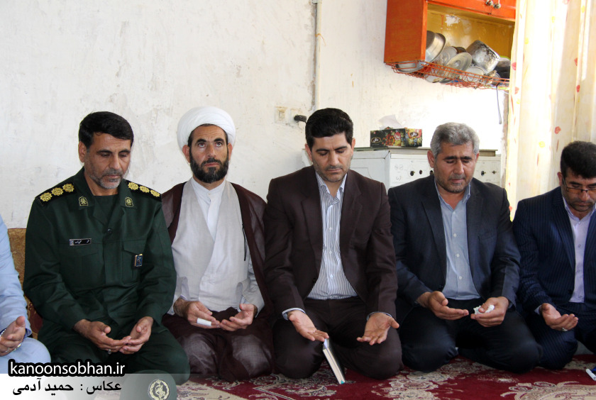 تصاویر دیدار استاندار لرستان و دیگر مسئولین با خانواده شهید مدافع حرم در کوهدشت (8)