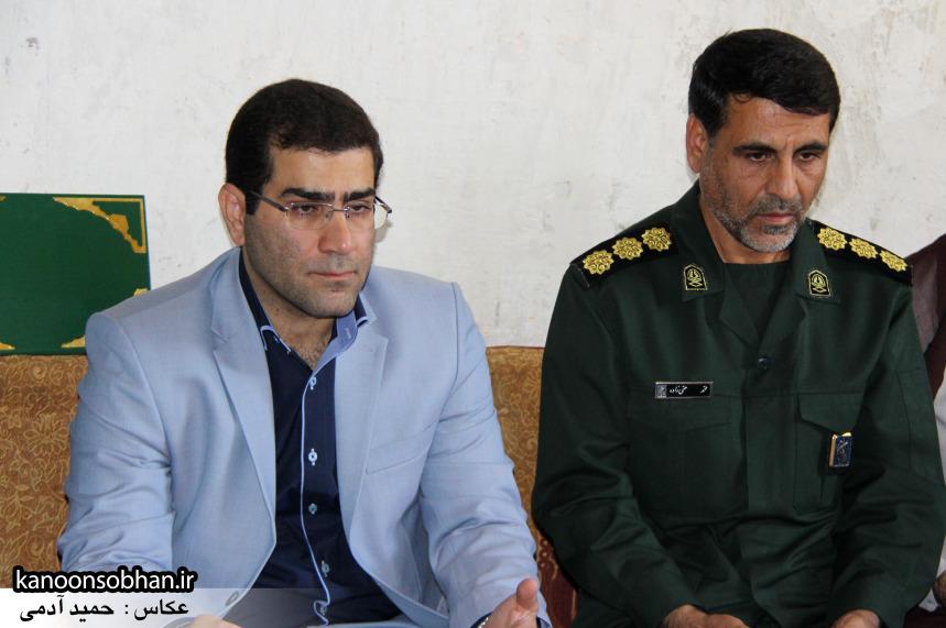 تصاویر دیدار استاندار لرستان و دیگر مسئولین با خانواده شهید مدافع حرم در کوهدشت (9)