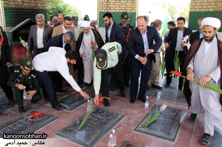 تصاویر غبار روبی مزار شهدای گمنام کوهدشت (10)
