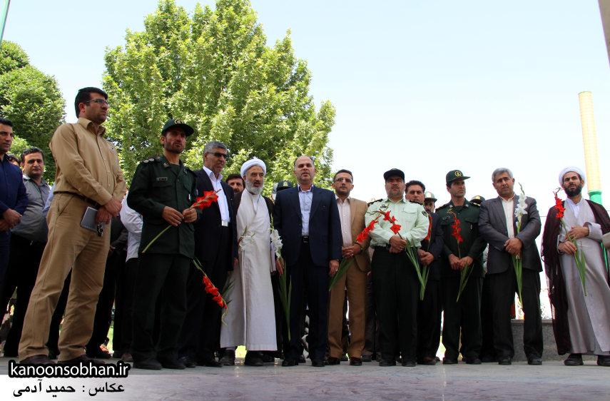 تصاویر غبار روبی مزار شهدای گمنام کوهدشت (9)