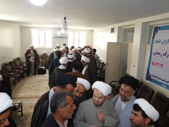 گزارش تصویری اعزام مبلغین به مناطق کوهدشت در ماه مبارک رمضان (4)