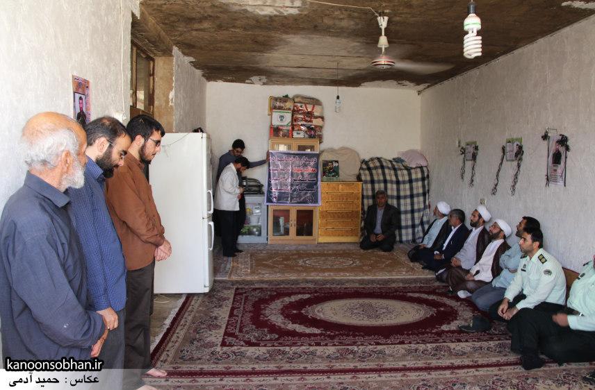 تصاویر دیدار امام جمعه ، فرماندار و مسئولین از خانواده شهید مدافع حرم کوهدشتی (2)