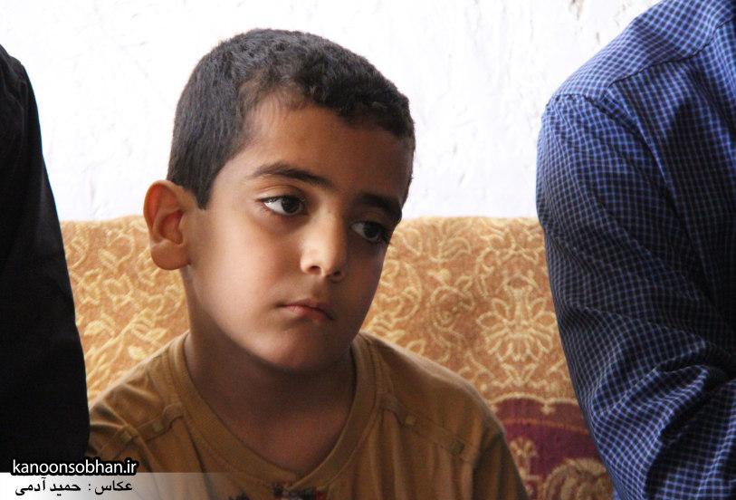 تصاویر دیدار امام جمعه ، فرماندار و مسئولین از خانواده شهید مدافع حرم کوهدشتی (7)