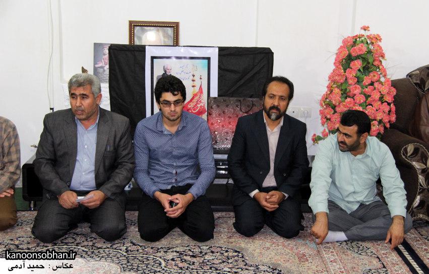 تصاویر دیدار امام جمعه ، فرماندار  و مسئولین کوهدشتی از خانواده شهید هادیان (4)