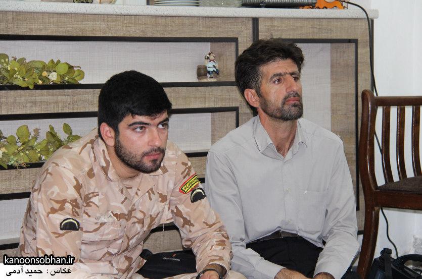 تصاویر دیدار امام جمعه ، فرماندار  و مسئولین کوهدشتی از خانواده شهید هادیان (9)