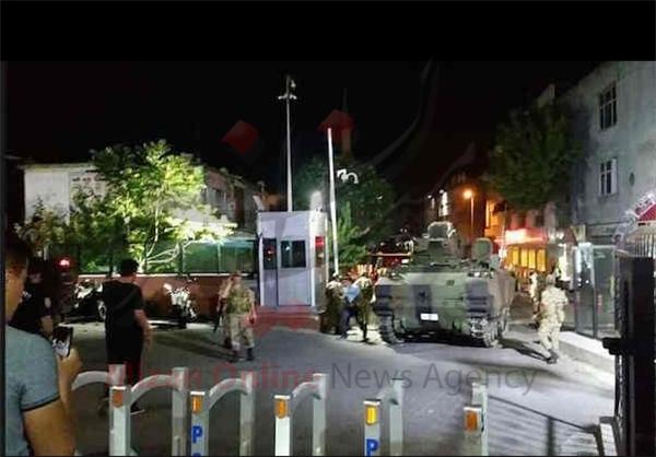 کودتای نظامی در ترکیه/ارتش ترکیه قدرت را در دست گرفت/اردوغان از کاخ ریاست جمهوری گریخت+عکس