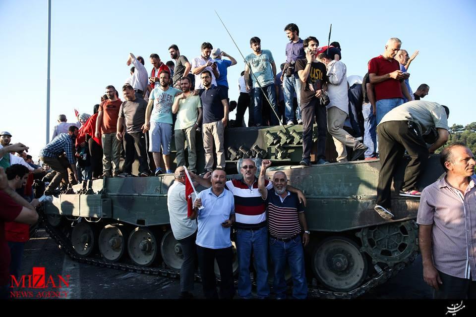 کودتا در ترکیه ناکام ماند/ دستکم 90 نفر کشته و 1154 نفر دیگر زخمی شدند/ موج بازداشت نظامیان در ترکیه آغاز شد/بازداشت 1563 نفر تاکنون/ 200 نظامی تسلیم شدند + فیلم و عکس