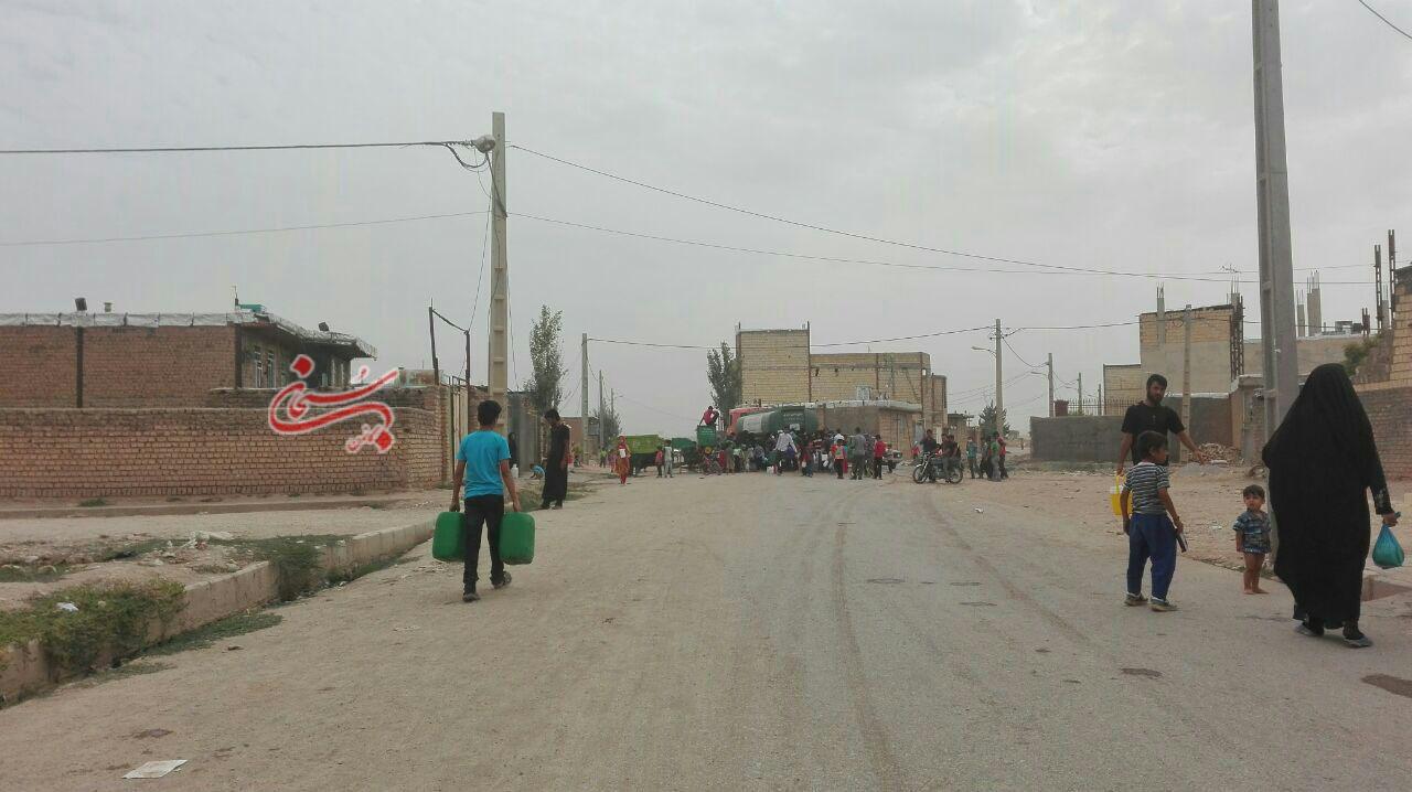 تصاویر آب رسانی با تانکر در شهر کوهدشت (1)