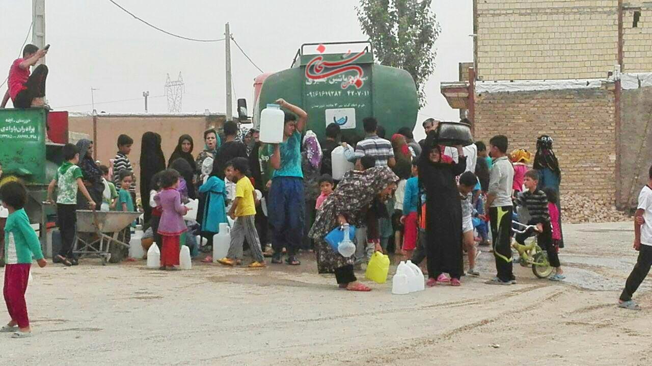 تصاویر آب رسانی با تانکر در شهر کوهدشت (2)