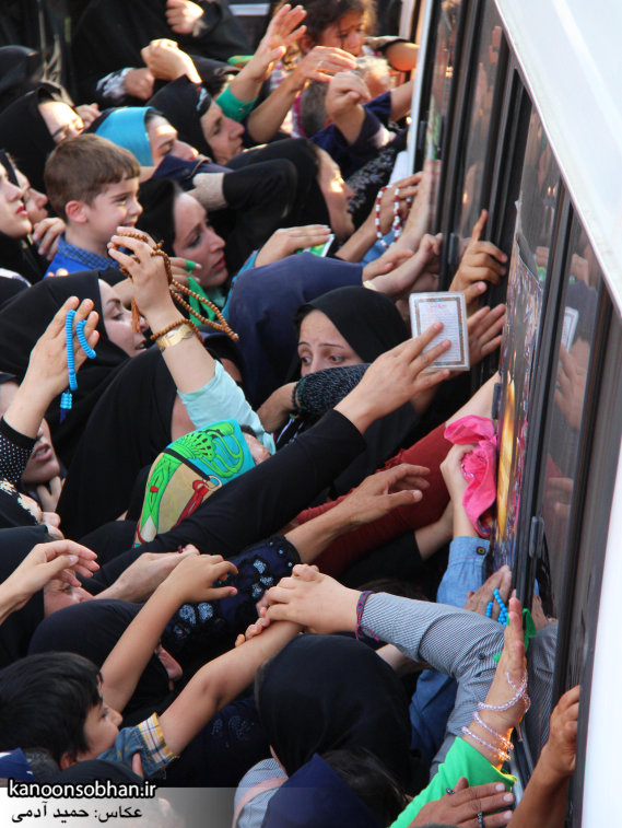تصاویر استقبال از کاروان خدام و پرچم حرم امام رضا(ع) در کوهدشت (9)