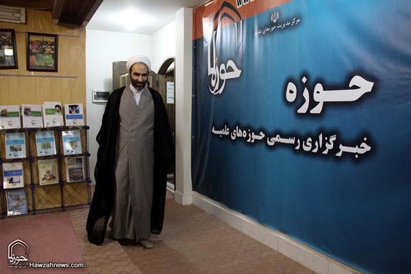تصاویر بازدید آیت الله احمد مبلغی از سامانه خبری حوزه (2)